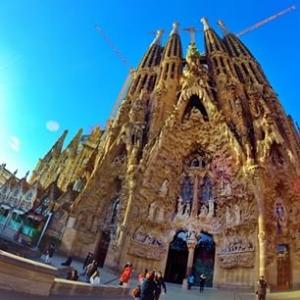 Ao descer na estação do metrô Sagrada Família, em poucos passos você estará no ponto turístic